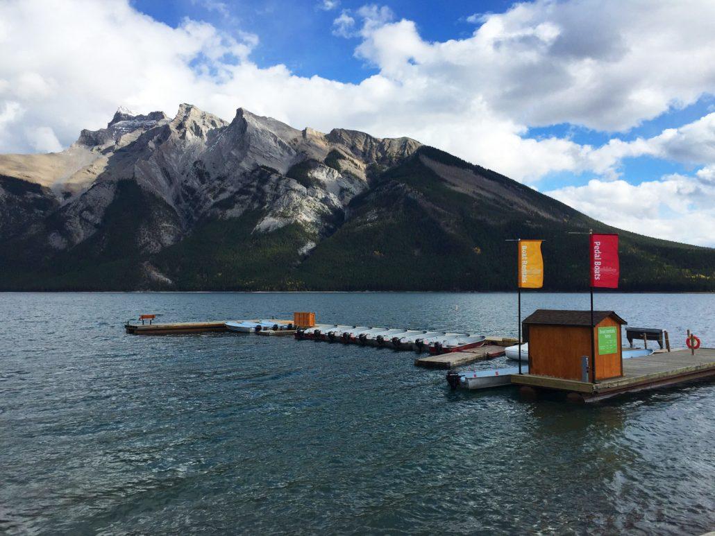 banff lake cruise entrance